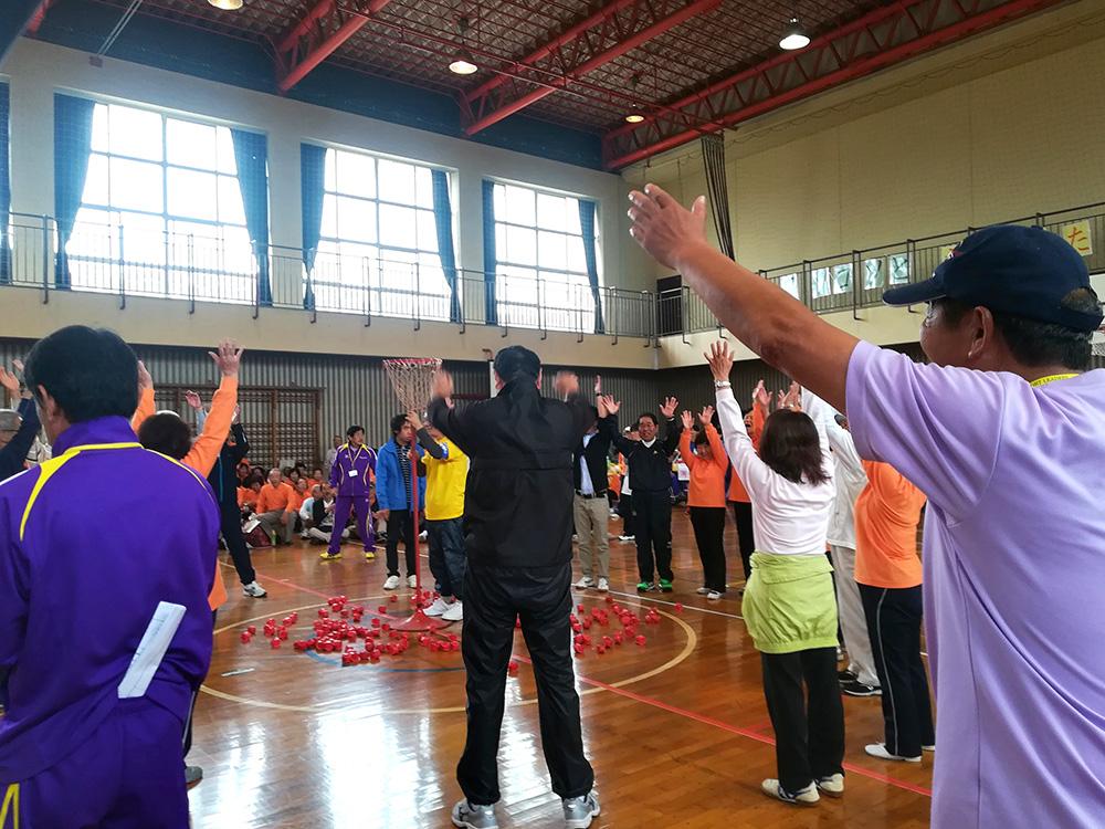 勝利チームは大盛り上がり!気持ちの良い汗をかきました。